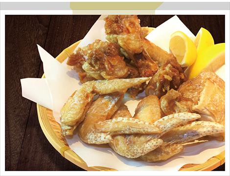 福舎の鶏もも肉、手羽先、手羽元の素揚げ盛り合わせ